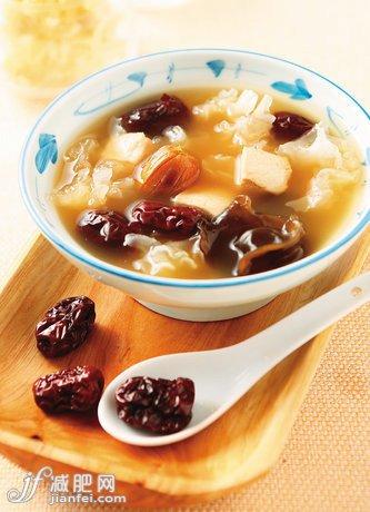秋季杏运减肥食谱吃出好身材-牛尾减肥-减肥百巴戟天白领骨汤图片