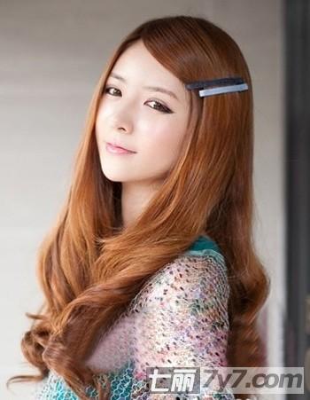 韩国2011年最流行的中长卷发图片