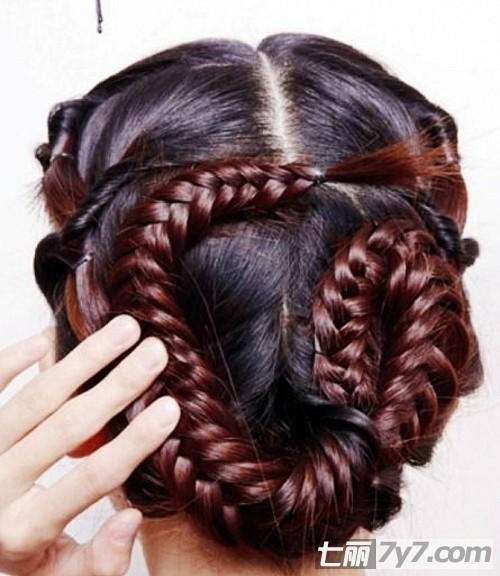 2012最新韩式新娘发型扎法图解 打造唯美世纪新娘盘发