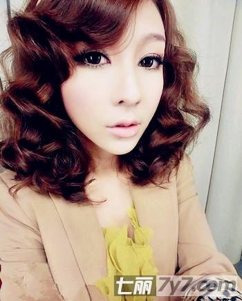 2012流行女生短发卷发发型 打造清新可爱小女人  2012流行女生短发