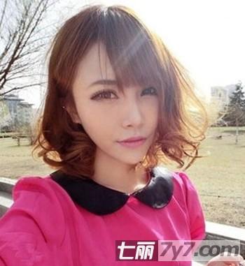 2012流行女生短发卷发发型