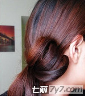 甜美优雅花瓣花苞头扎法图解 适合ol的盘发发型