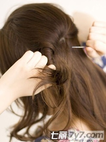 长头发怎么扎花苞头 简单侧花苞头扎法图解图片