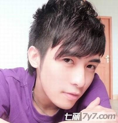 最新男生短发发型图片 小编点评:最为普通的男生短发发型,露出有型的图片