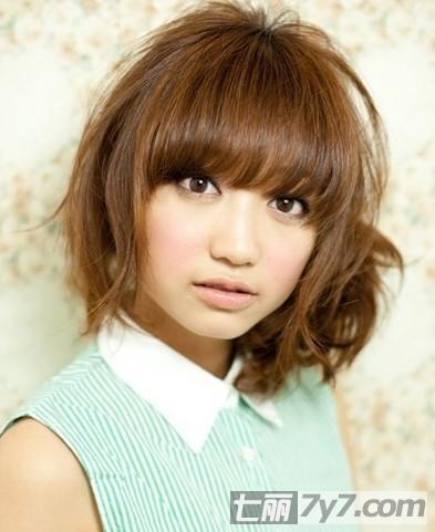 今年最流行的韩式短发侧扎发发型
