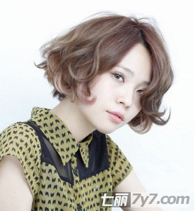 2013年女生流行短发 瘦脸增高发型图片