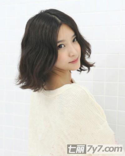 蛋卷头长短发烫发发型图片 时尚俏皮今年最流行发型