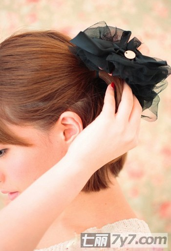 短发发型简单扎法步骤详解
