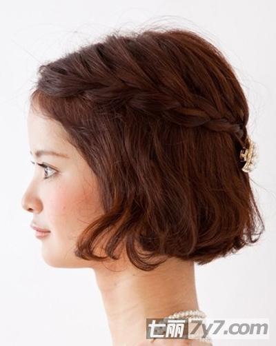 短发也可以玩花样 今天要教大家的就是这款编发,简单的步骤把短发