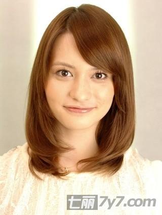 > 盘发 >> 簪子盘头发型步骤图图片