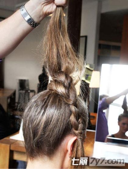 简单花苞头盘发步骤图解 一分钟打造夏日清凉发型
