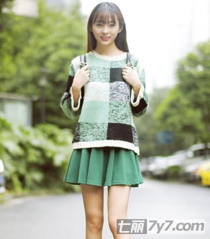 短裙怎么搭配好看 矮个子女生搭配针织衫显高挑