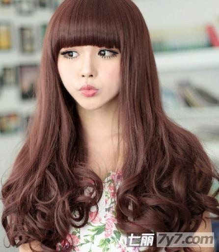 长脸女生适合什么刘海 优雅齐刘海长卷发型设计