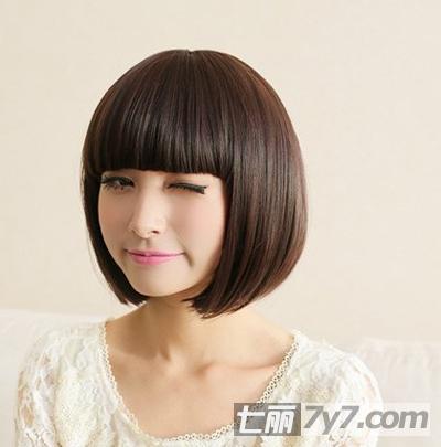 小圆脸女生波波头短发发型 青春活力拒做欧巴桑图片