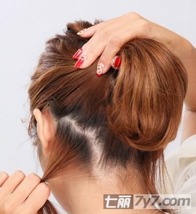 甜美短发花苞头的扎法图解