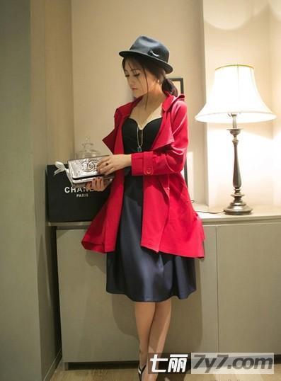 胖mm穿衣搭配图片 风衣+连衣裙显高又气质
