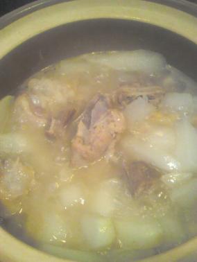萝卜猪骨煲