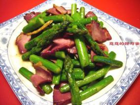 芦笋炒腊肉
